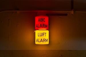 Alarm-Anzeige hinter der Schleuse